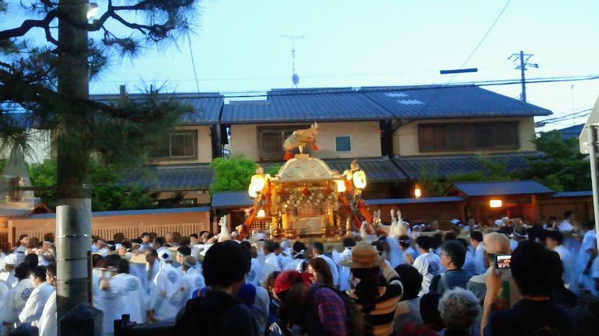 神社の神輿