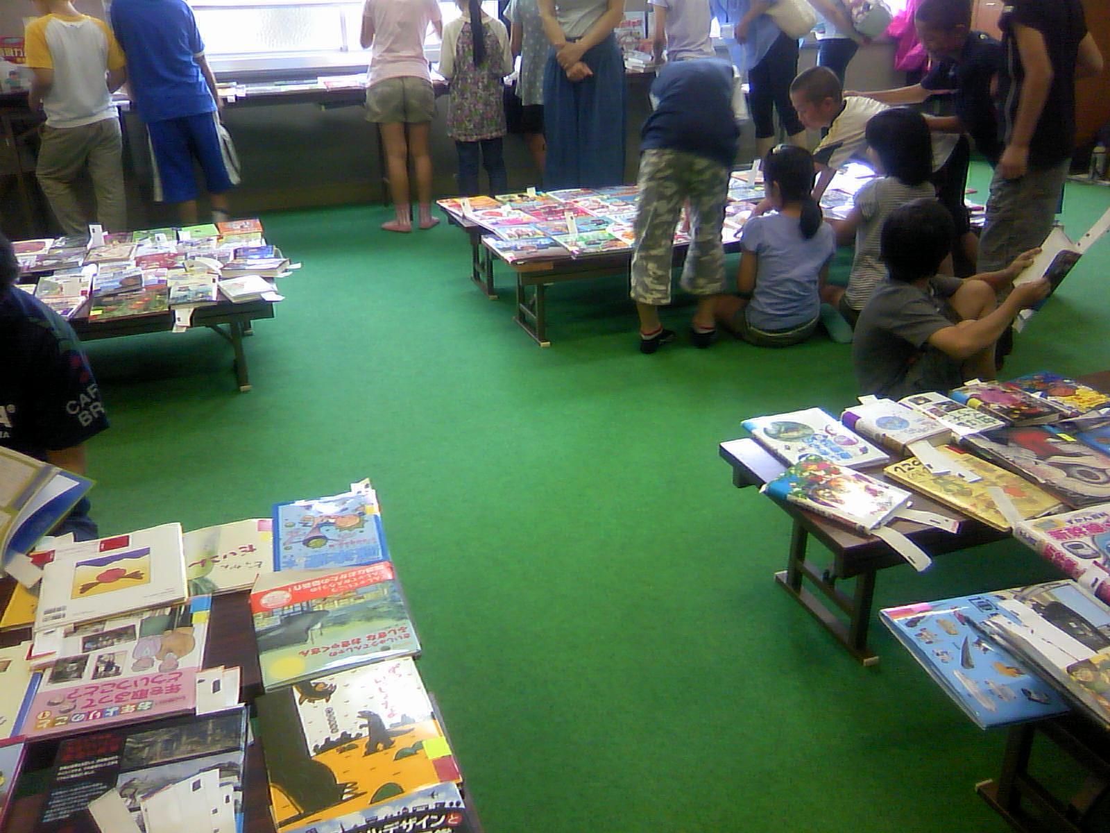 小学校の図書館選書会