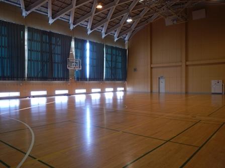 Y大の体育館