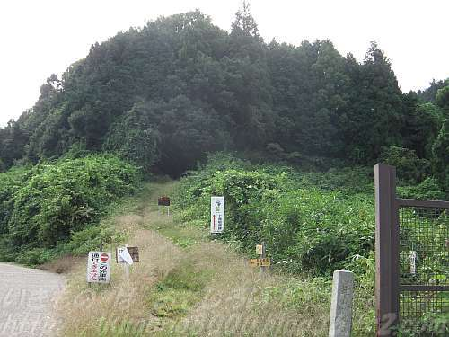 桐山・二河原辺道はこんな怪しげなところからはじまります