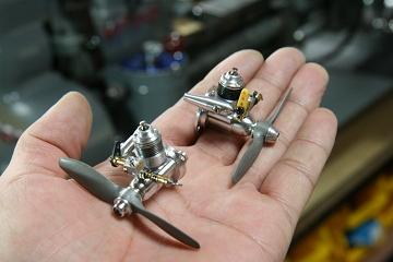 超小型ラジコン2ストエンジン