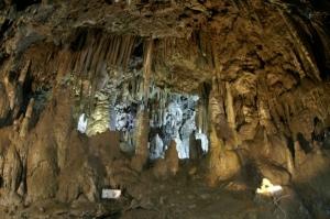 安家洞の神殿