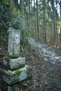 西行庵への道
