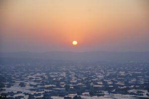 平野の夕日