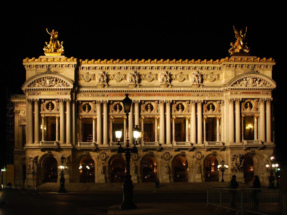 01_Opera_Garnier_night_front.jpg