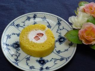 苺ロールケーキ・カット