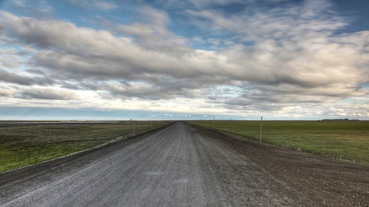 Dalton_Highway_facing_south_from_Deadhorse.jpg