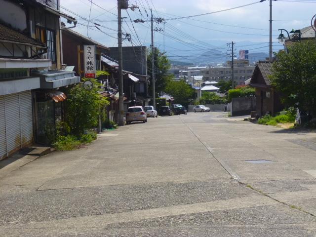 これが今の駅前通り 門前町の姿はもうありません ささや旅館は健在です