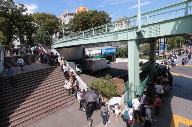 黄色い建物が渋谷のタワレコなんでしょ これどんだけ並んでるんでしょう