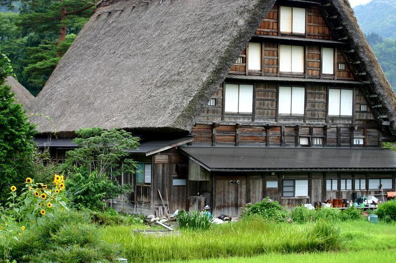 紅葉には少し早いけど、9月は2回の連休がありますね(#^.^#) 温泉につかって、白川郷の秋の風景を眺めながらのんびり♪ ④