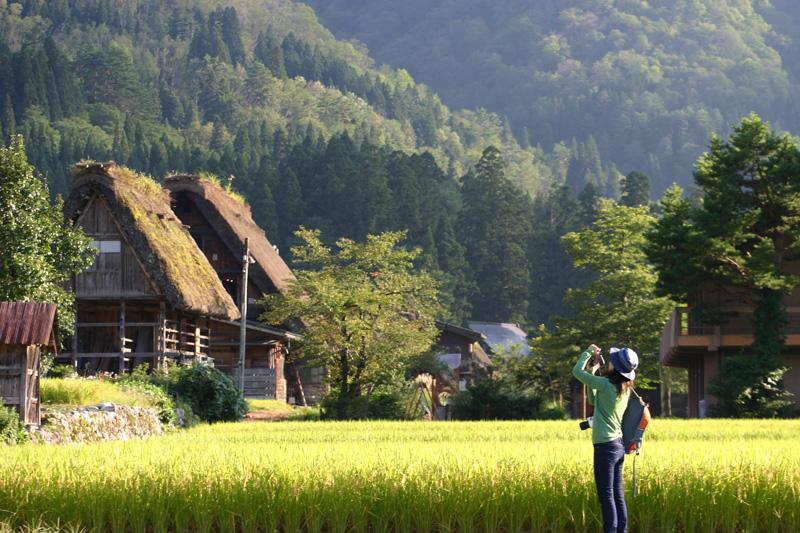 9月の連休の国内旅行の計画はもう立てられましたか? のんびり過ごしたり、観光したり…。 9月の連休は、話題のあの場所へ行ってみたい! 白川郷  ①