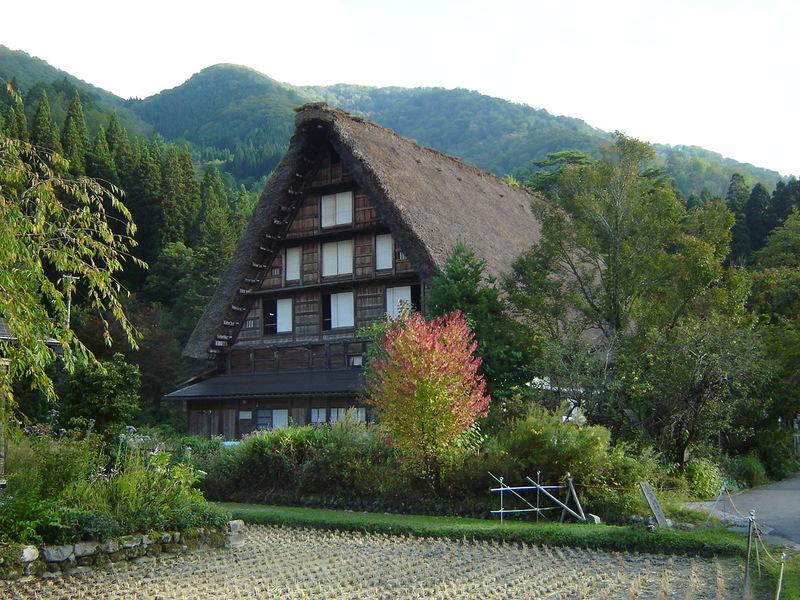 季節は1年で最も過ごしやすい秋になります~そんな秋の陽気に誘われて、秋の白川郷旅行はいかがでしょうか? ④