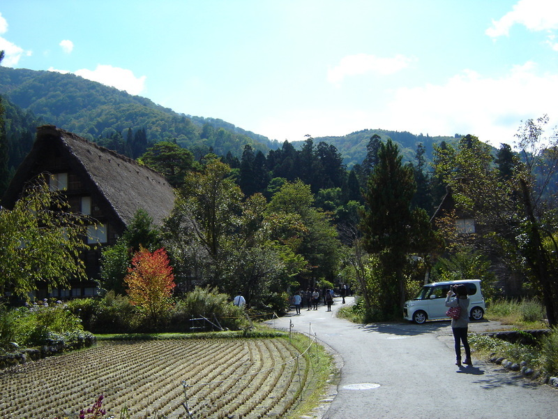 これから~山々が色づく秋本番にちょっとお出かけしてみませんか~ 世界遺産 白川郷!紅葉狩りに温泉など、旅で秋を存分に堪能しよう。 ④