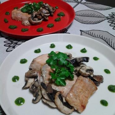 鮭とパセリソース