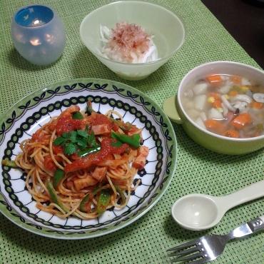 トマトパスタとスープとオニオンサラダ