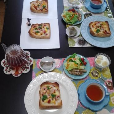 オープンサンドと紅茶