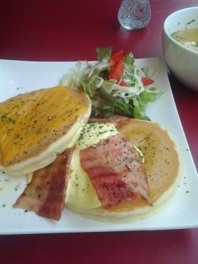 エルクのエッグベネディクト風パンケーキ