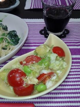 アボカドとプチトマトの卵とじ