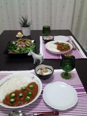 トマト風味のうまうまカレーと水菜サラダ