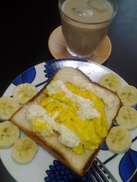 たまごタルタルパンとバナナ