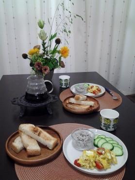 たっぷりプチトマトのスクランブルエッグ朝食2
