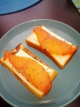 スモークサーモンのパンおかわり分