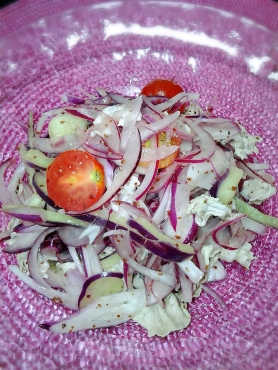 紫色のサラダ