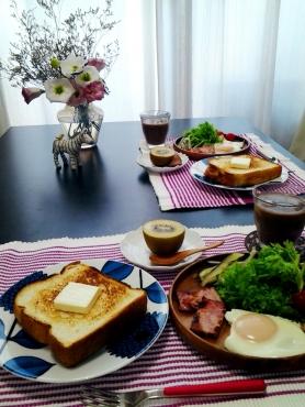 トーストと目玉焼きのモーニング3