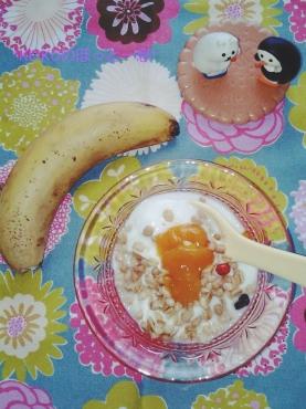 朝のヨーグルトとバナナ