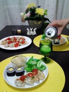 翡翠色した餃子の塩レモントマトかけKEIKO風とビール