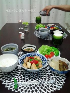 鶏肉とピーマンと筍の炒めものとビール2