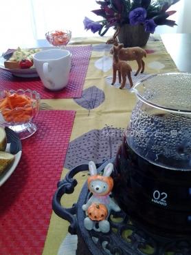 ちらっと秋のテーブルコーディネートでモーニング