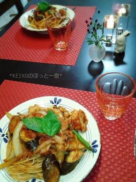 ハーブチキンと野菜たっぷりトマトパスタ