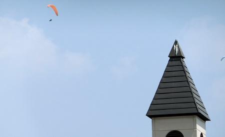 安曇野スイス村パラグライダー