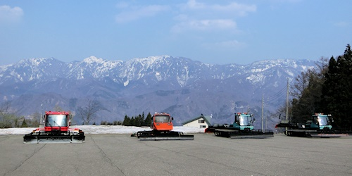 ゲレンデ整備用雪上車