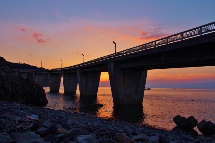 大明神橋 橋桁からの夕景
