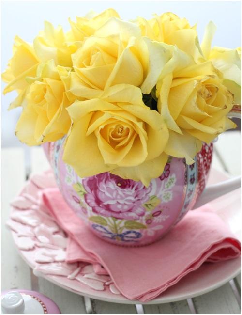 黄色の花前