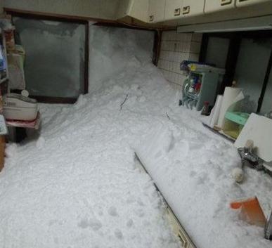 山梨県の実家の雪流入
