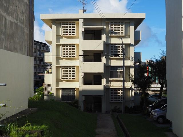 那覇市営宇栄原住宅ボックス型A12棟