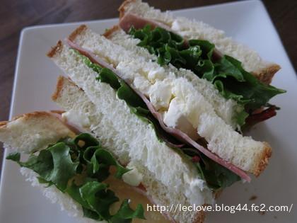 クリチとハムのサンドイッチ