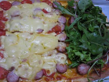 トマトとサラダピザ