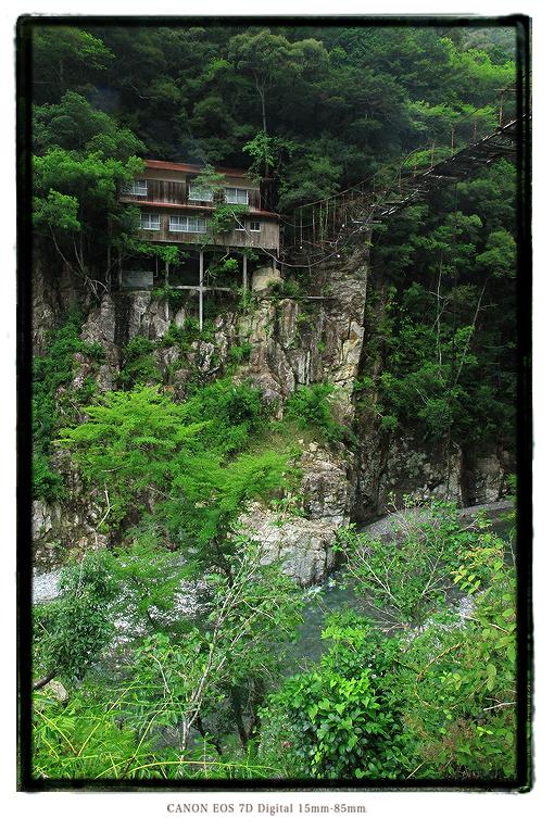 瀞ホテル別館の廃墟吊り橋1408KiPeninsula24.jpg