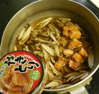焼き鳥缶とゴボウの炊き込みご飯クリームチーズみそシチュー1