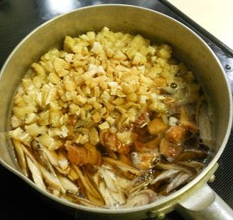 焼き鳥缶とゴボウの炊き込みご飯クリームチーズみそシチュー2