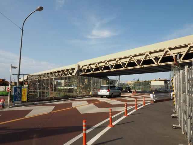 県道264号線高塚新田市川線を跨ぐ工事用通路。