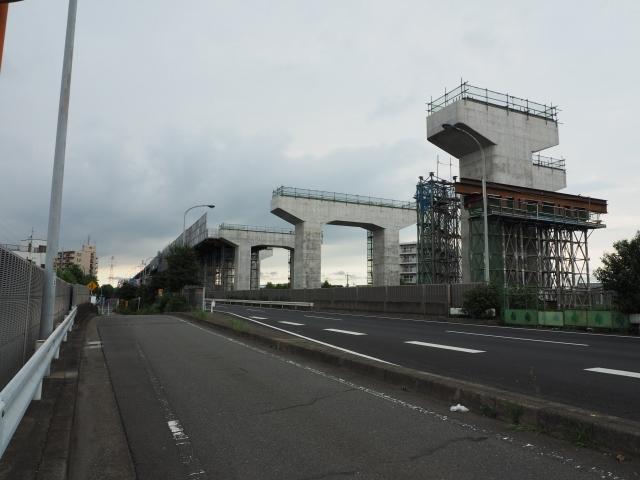 背中側の江戸川架橋部方面。このあとバスに乗ると雨が降ってきました。