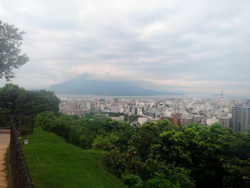 鹿児島 城山観光ホテルから望む桜島はやっぱり曇り
