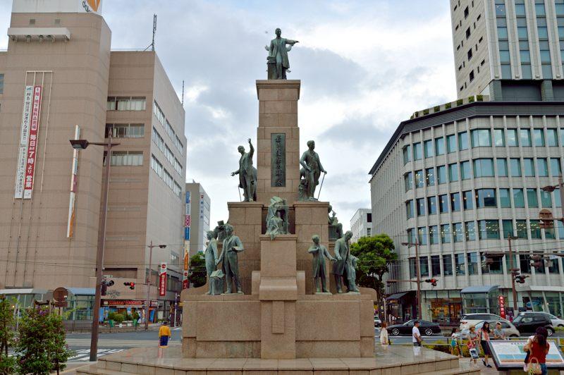 鹿児島 鹿児島中央駅前の若き薩摩の群像を撮ってみた