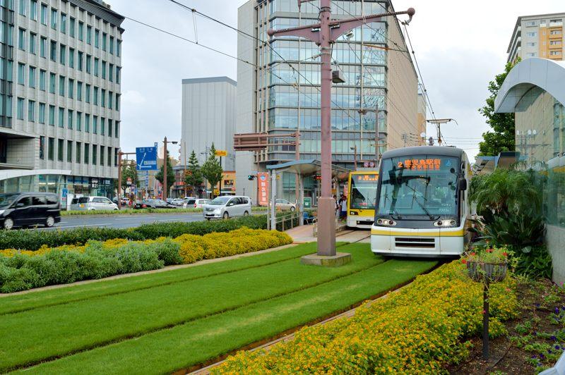 鹿児島 鹿児島市交通局7000形電車を鹿児島中央駅前でパシャリ