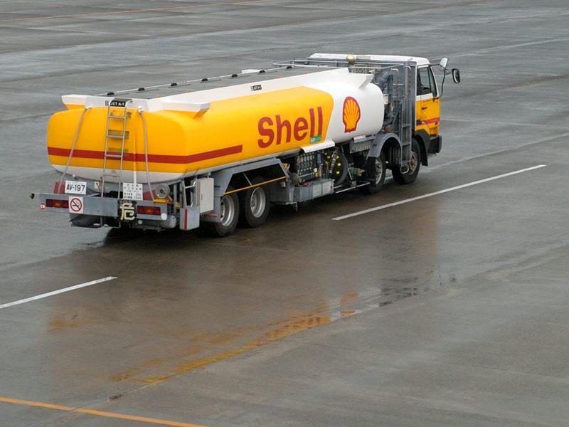 鹿児島 鹿児島空港で働く車のShell号をトッタッタ